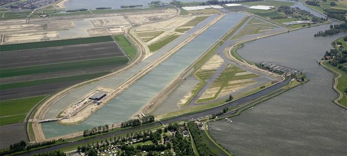 Luftfoto af Willem-Alexander Baan ved Rotterdam i Holland