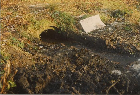 Røret, der forbinder Stenkrogen med Villa Fredbos dam